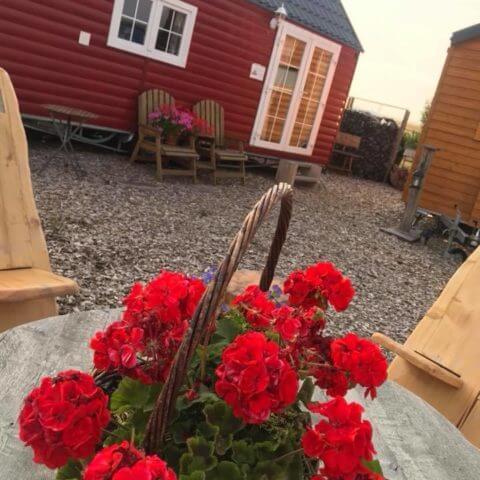 Holzhaus Schweden im Hintergrund...