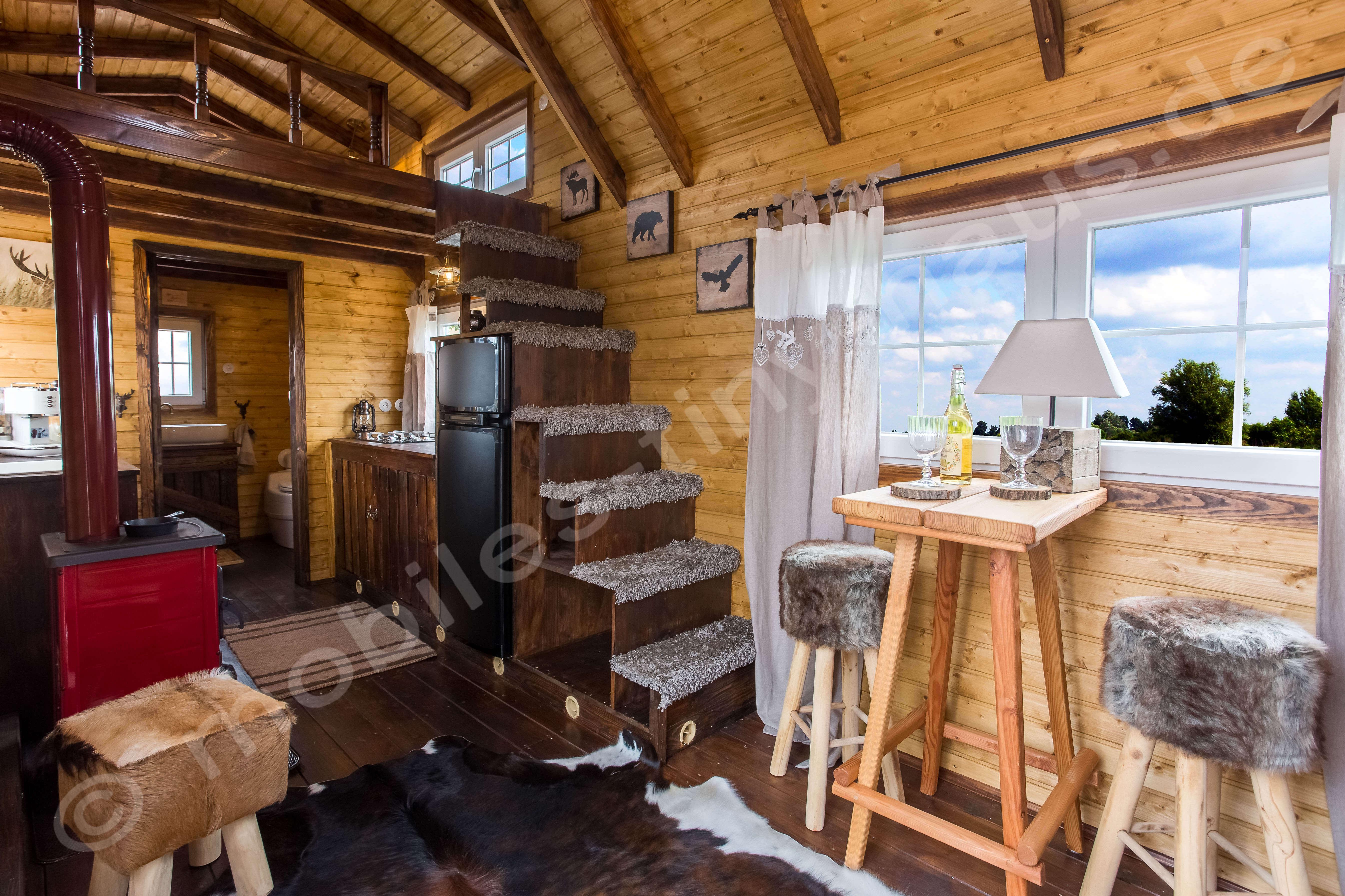 tiny house schweden mobiles tiny haus. Black Bedroom Furniture Sets. Home Design Ideas